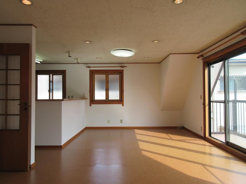 2階リビング(写真の左にキッチン)