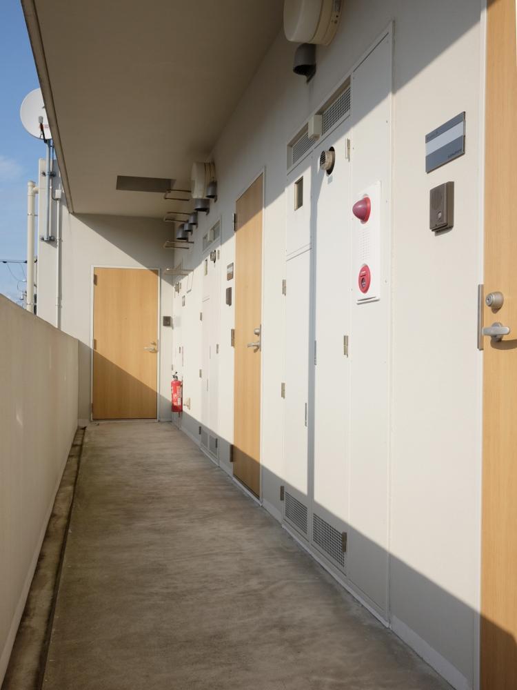 【共用部】戸数3戸の小さなマンションです。