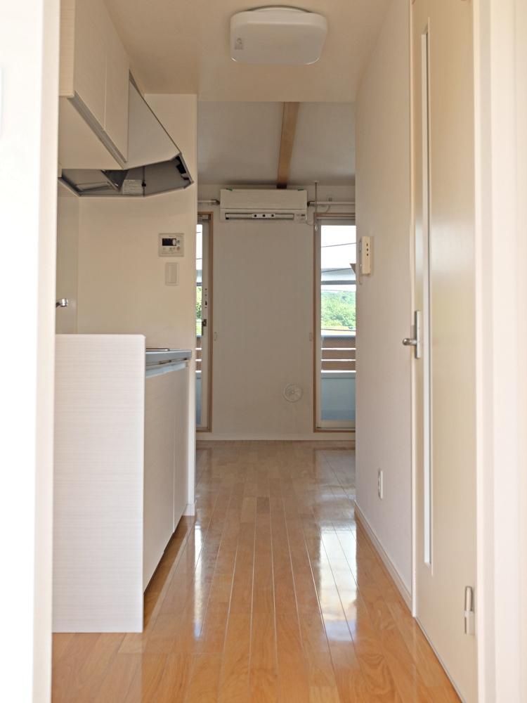 【A】玄関を開けるとキッチン
