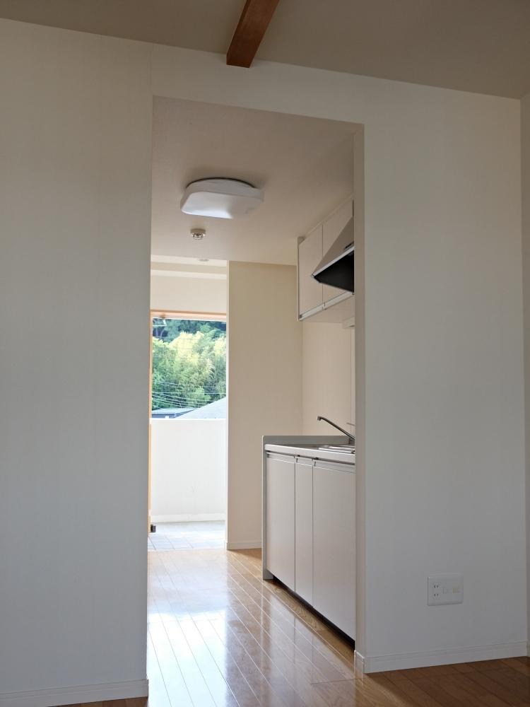 【A】玄関を開けるとキッチン。仕様はABとも共通です。