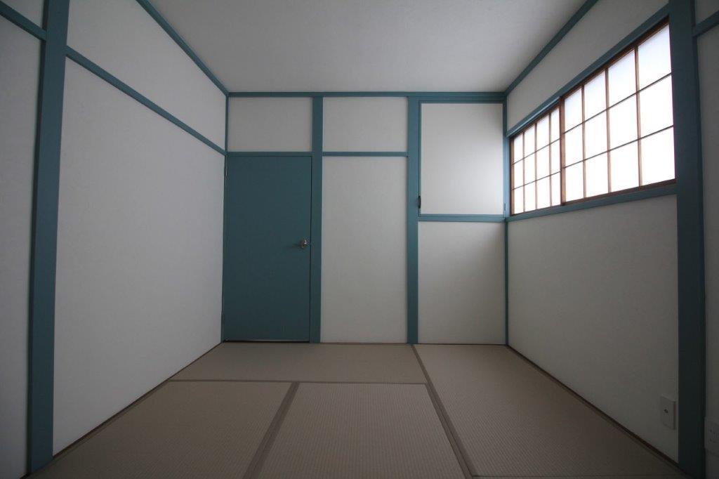 2階6帖の和室は、マリン系