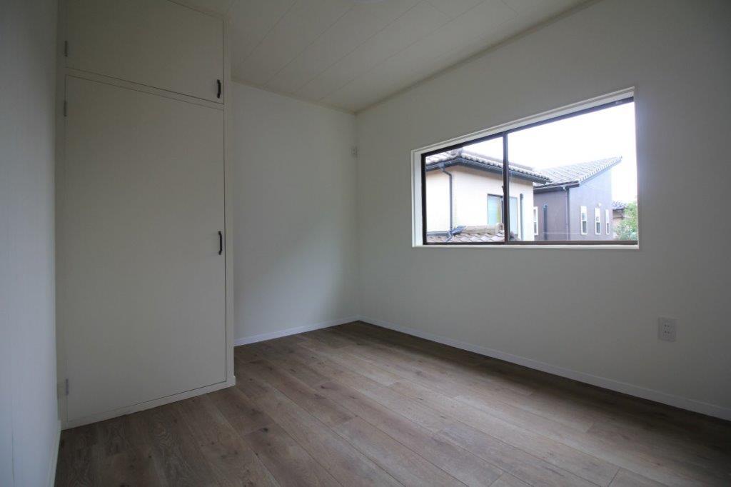 2階の南向きの洋室