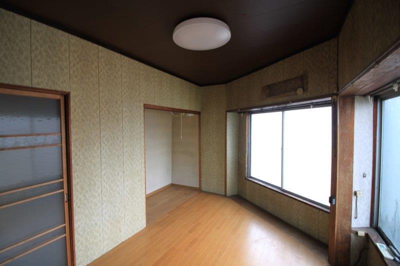 2階東側洋室。