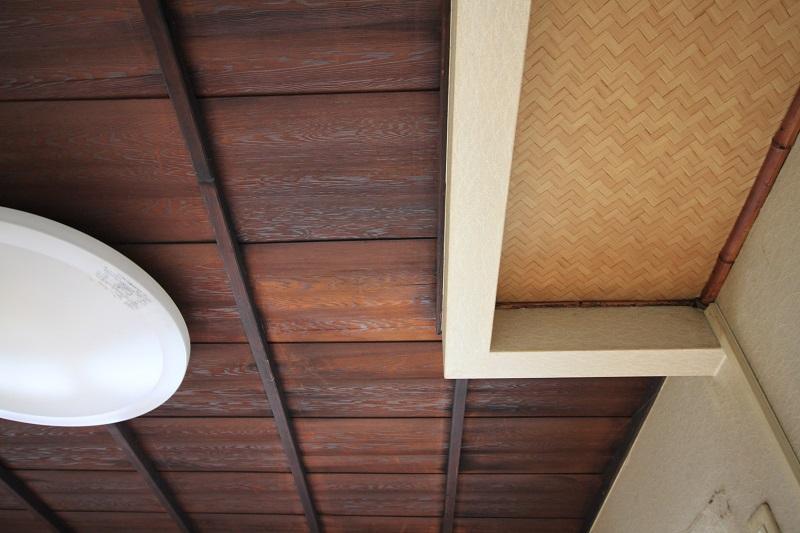 2階西側洋室。天井には少し町家の面影が。