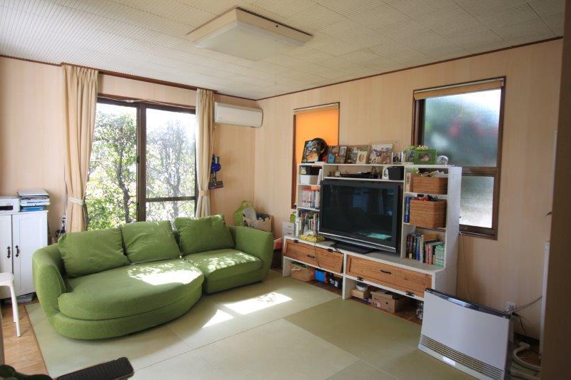 リビング。このお部屋も窓が3面にあります。