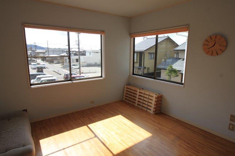 2階洋室。この家で一番日当たりがいいそうです。