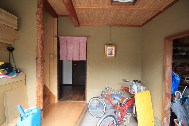 住居側玄関。