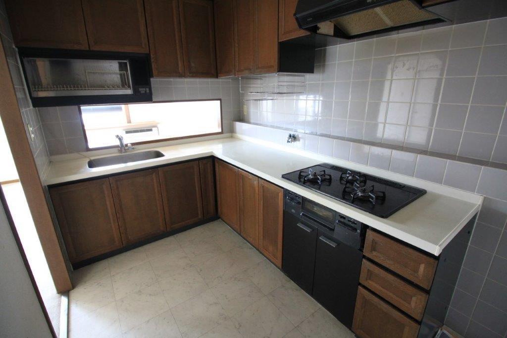 システムキッチン。このままでもお使い頂けますが多少、経年劣化が見られます