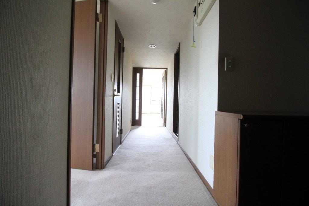 幅広の廊下