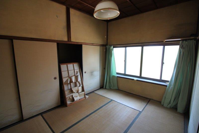 2階玄関側和室。