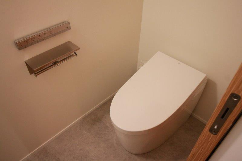 ミニマルなトイレ。