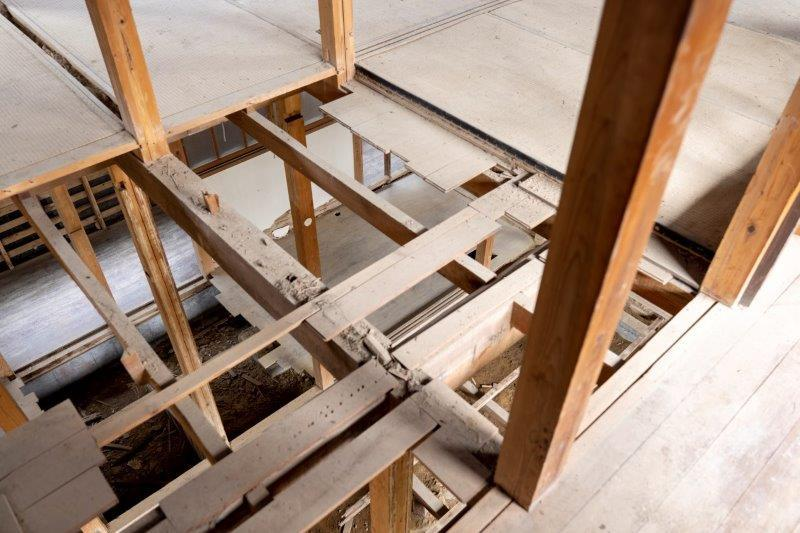 【スケルトン棟】2階の床を抜くというのもありですね。