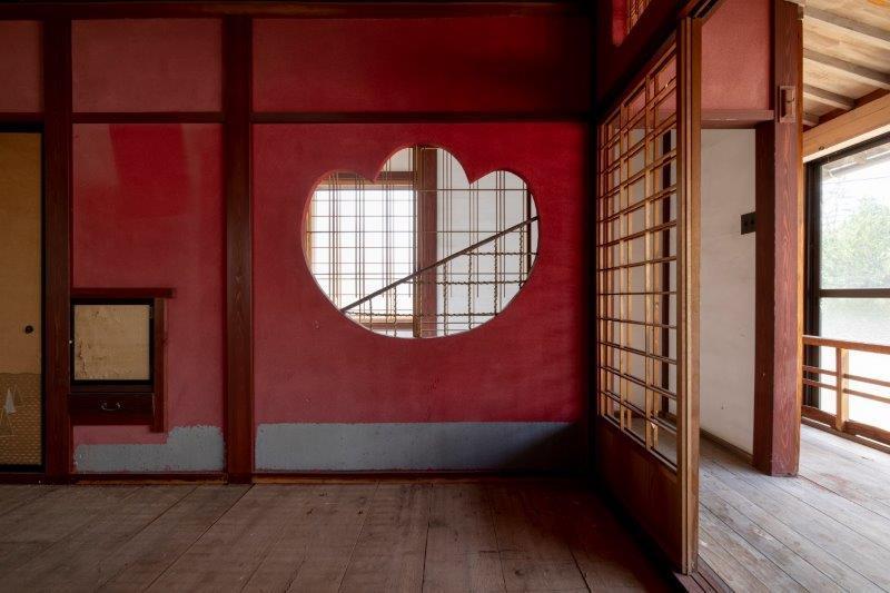 【レトロ棟】飾り窓が可愛らしい