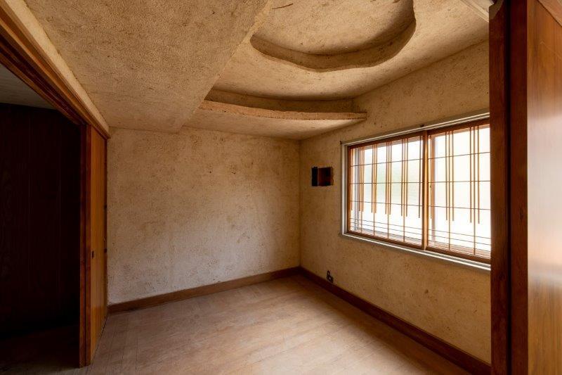 【レトロ棟】2階。不思議な天井の造作。