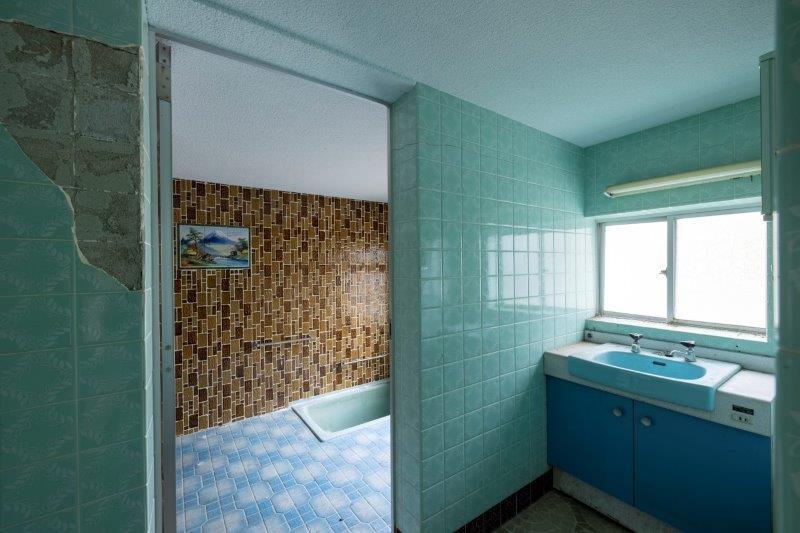 【レトロ棟】浴室。タイル!タイル!タイル!