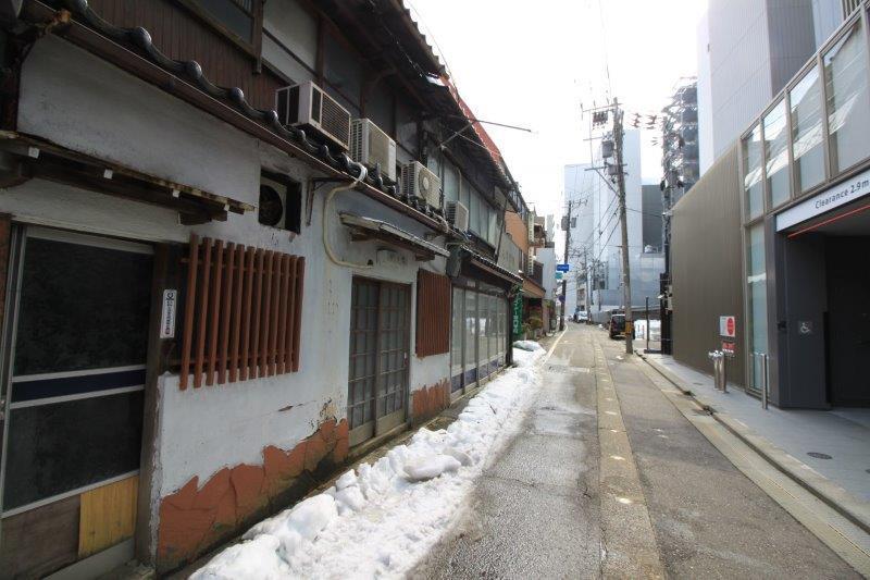前面道路 尾山神社方面へ。
