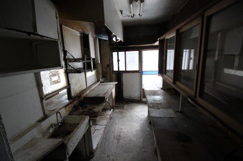 A棟(左側):1階店舗(食堂)のキッチン