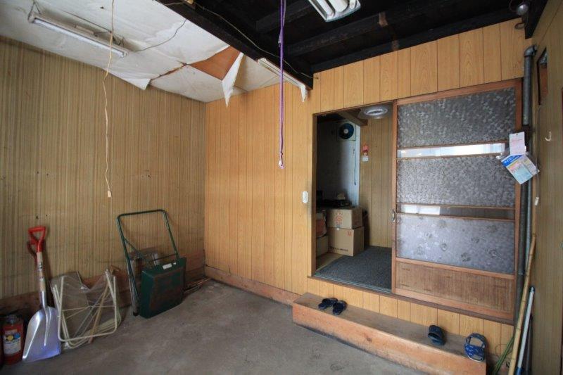 B棟(右側):土間から室内への出入り口