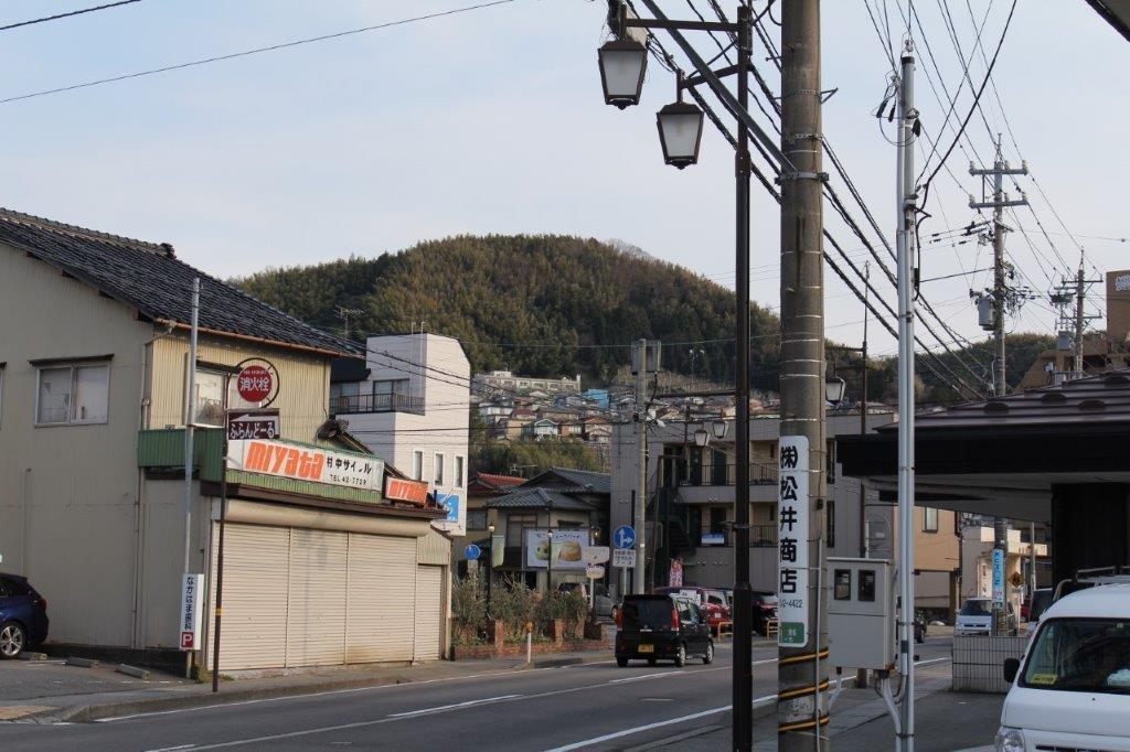 丸っこい満願寺山。