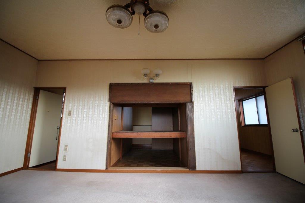 2階洋室。中央に見えるのは、収納(納戸)