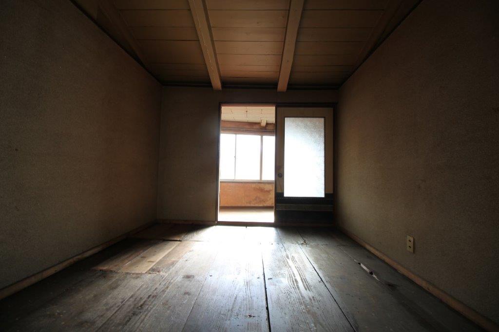 2階:約5.5帖の板間のお部屋。
