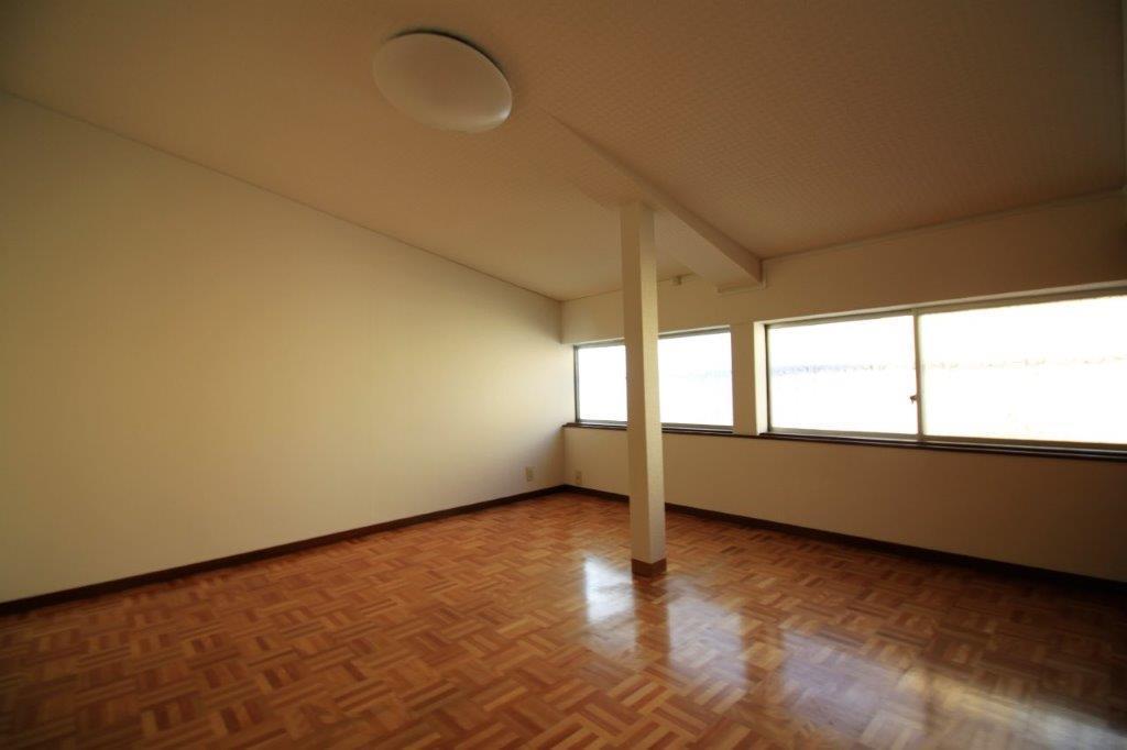 2階洋室。明るいです