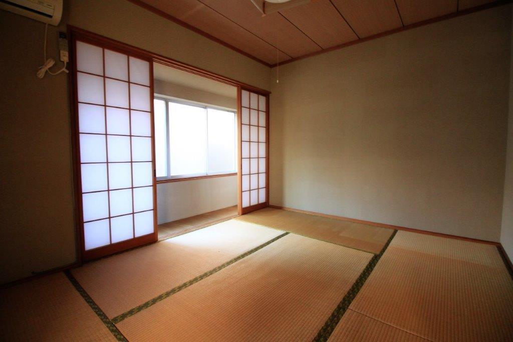 2階6帖の和室。
