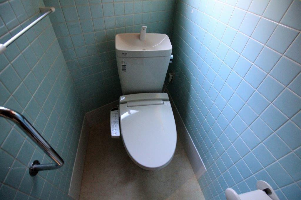 トイレ。新品入替済みです。
