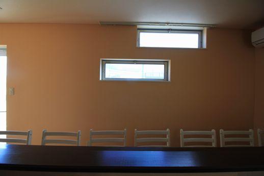 カウンター客席側のイメージ。窓レイアウトにこだわってます。