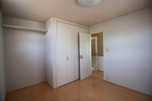 2階寝室ルームはクローゼットが。