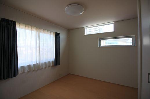 寝室の窓レイアウトにも同じこだわり配置で。