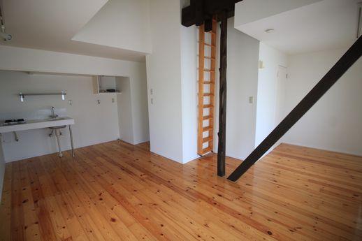 2階の角部屋は白を基調にした明るいイメージ。