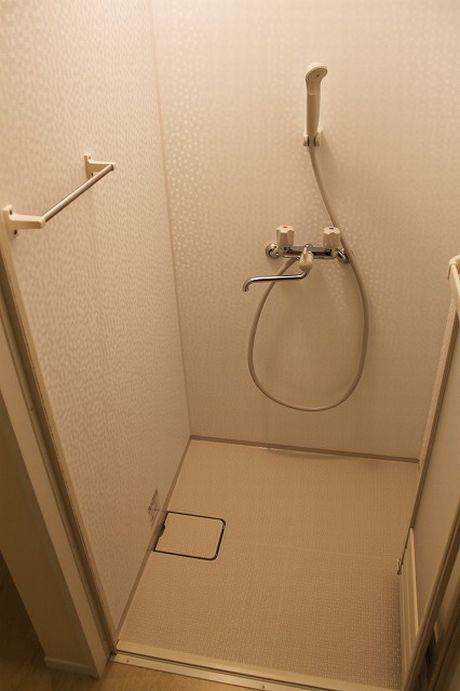 シャワーブースが付いてます。