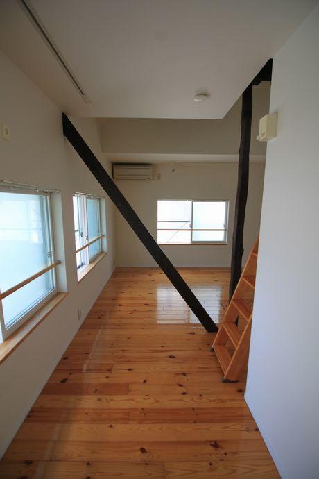 部屋の形状は歪ですが、そこも魅力の一つ。