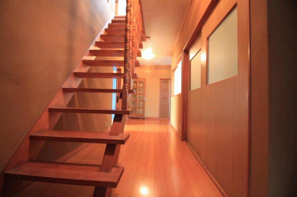 一階の廊下。ゆとりあります。