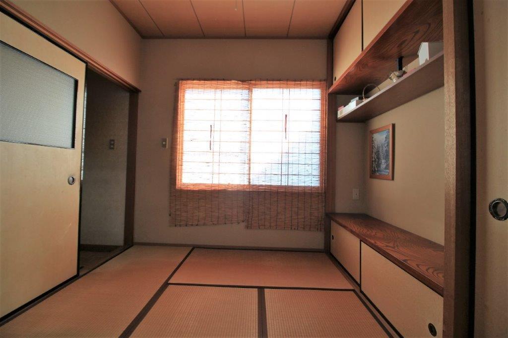 1階:ダイニング隣の和室。隠れ部屋の雰囲気ちょっとあります。