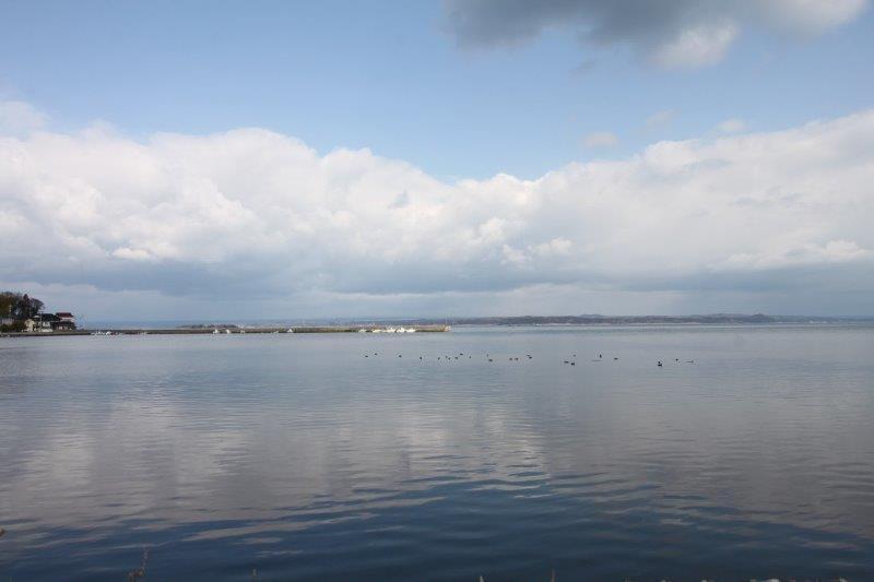 最寄りの海。能登島の海は本当におだやかです。
