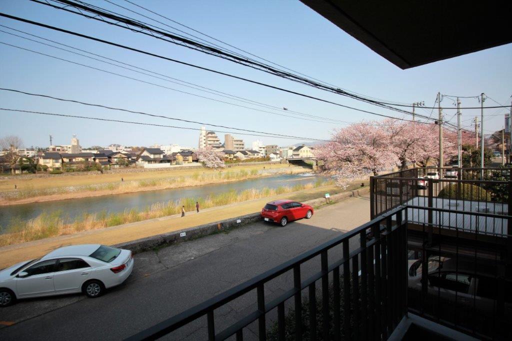 バルコニーからの眺望。桜橋方面