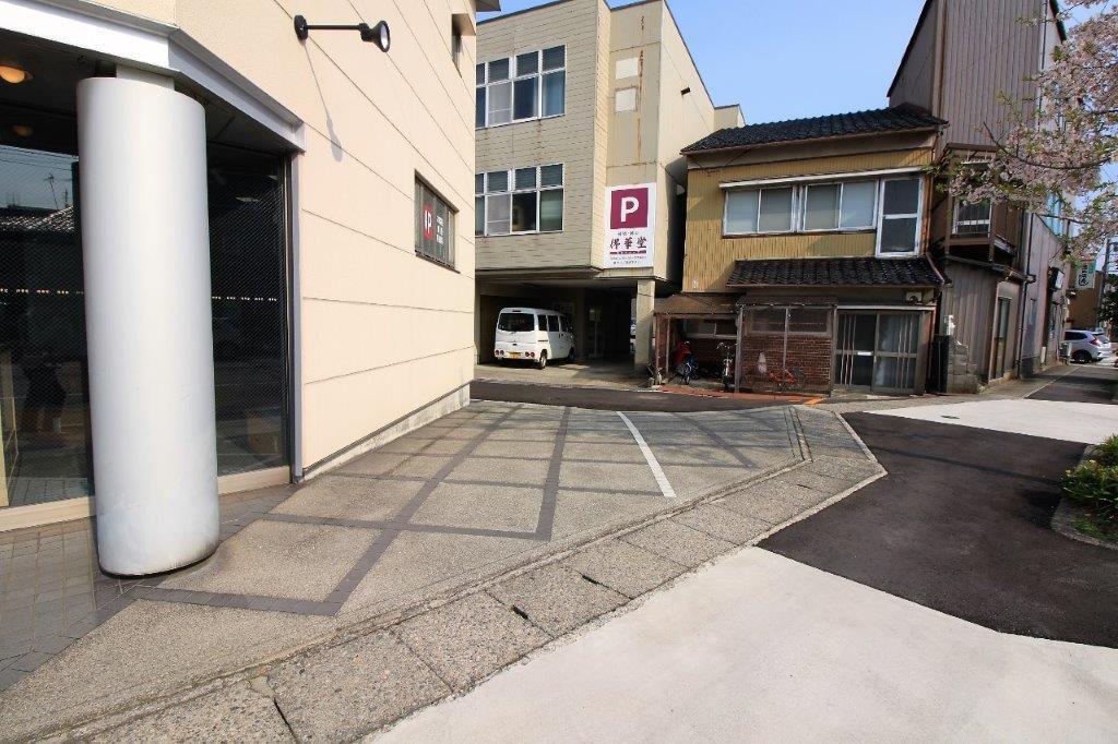 店舗専用の駐車スペース