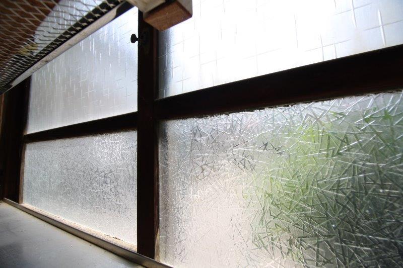 型板ガラス2種類組合せ!窓ごとに柄が違います。