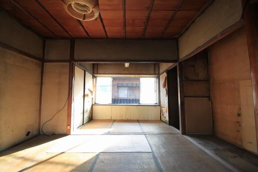 階段上がってすぐ横の3畳間をいれたら2階は11畳分の広さ。
