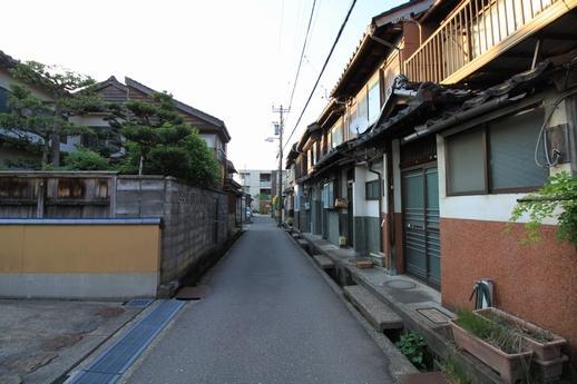 昭和の香りが残る、風情ある界隈です。