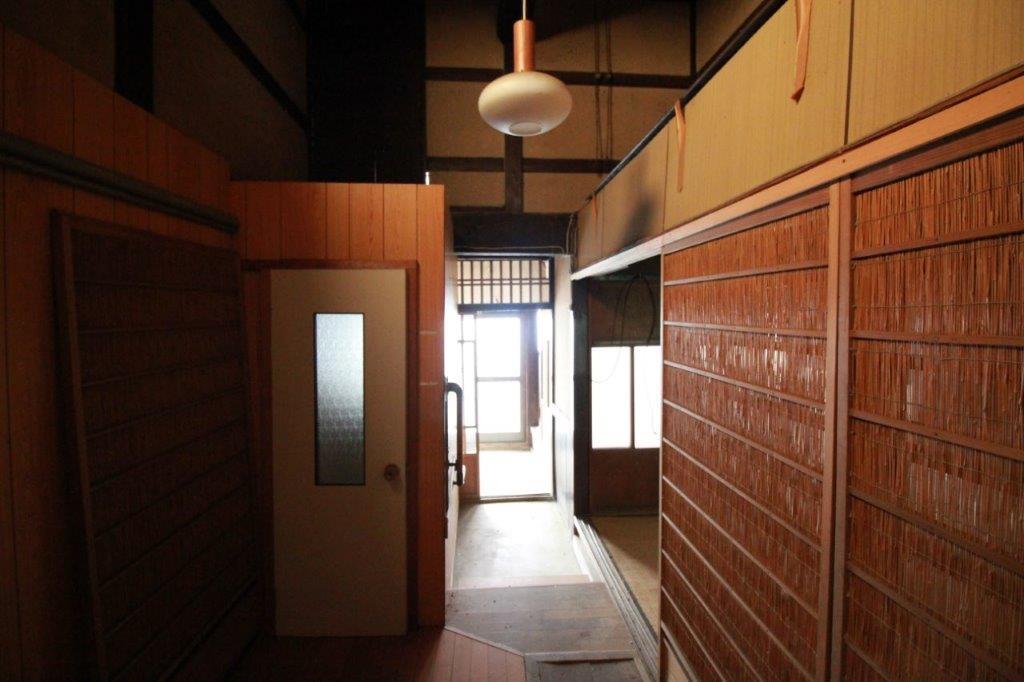 玄関とトイレ。トイレの位置は変えたいな。