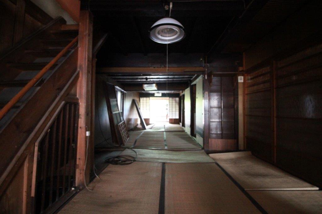 1階の和室。延べ22.5帖の畳の間