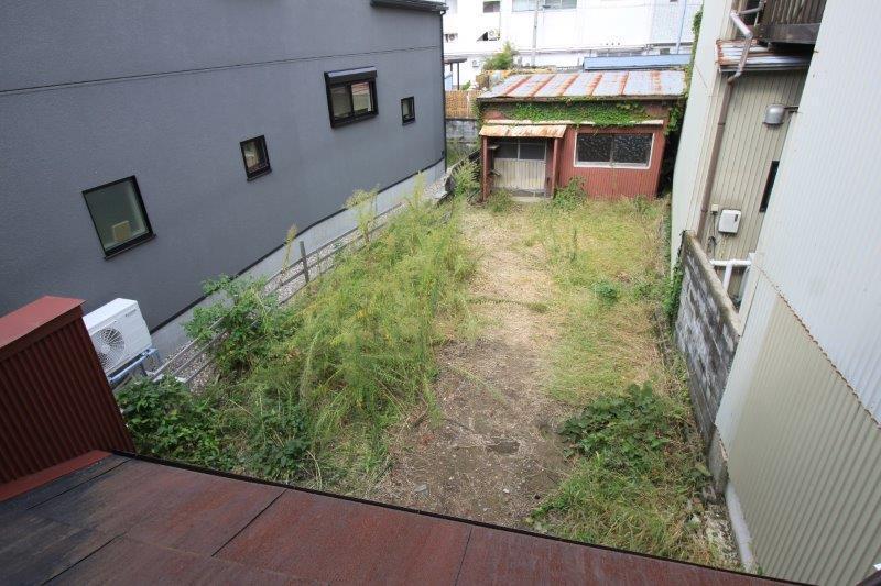 庭。15坪ほどありそうです。
