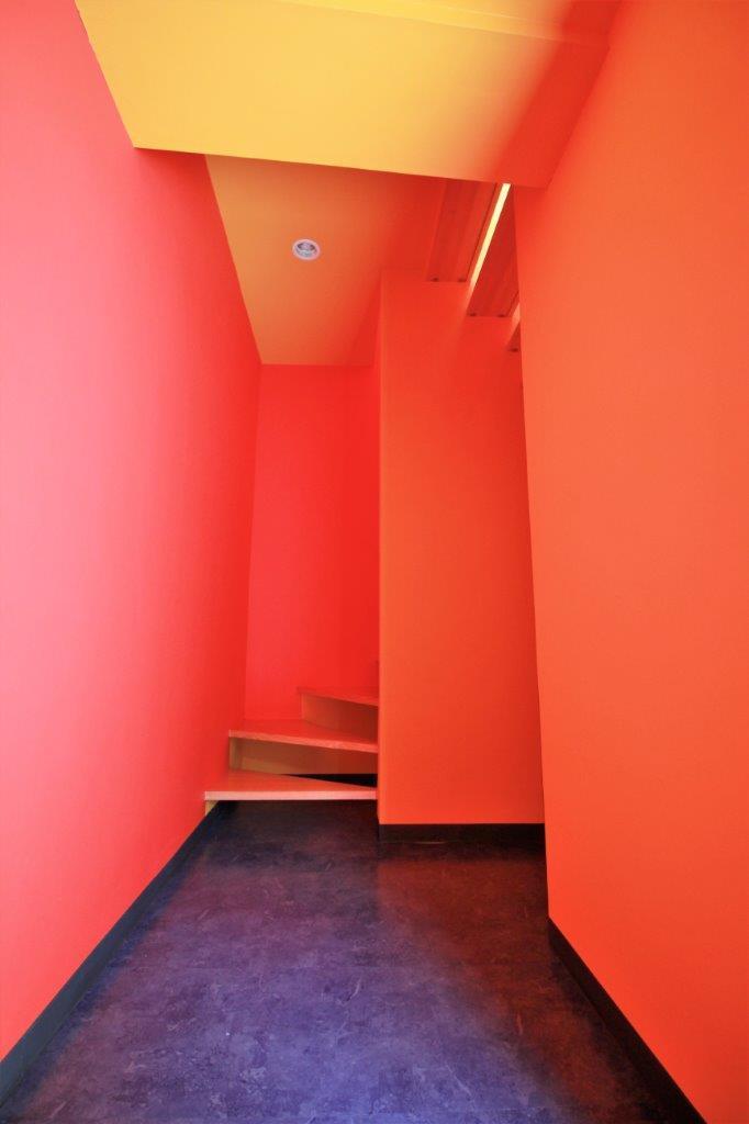 暖色×暖色の玄関ホール