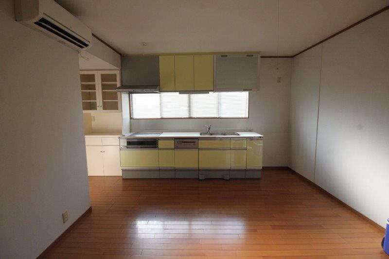 キッチン。10年ほど前にリフォームしました。