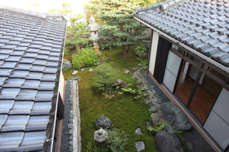 2階から見た苔庭。