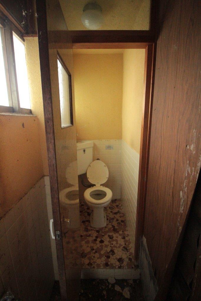 トイレ。改修必須です。