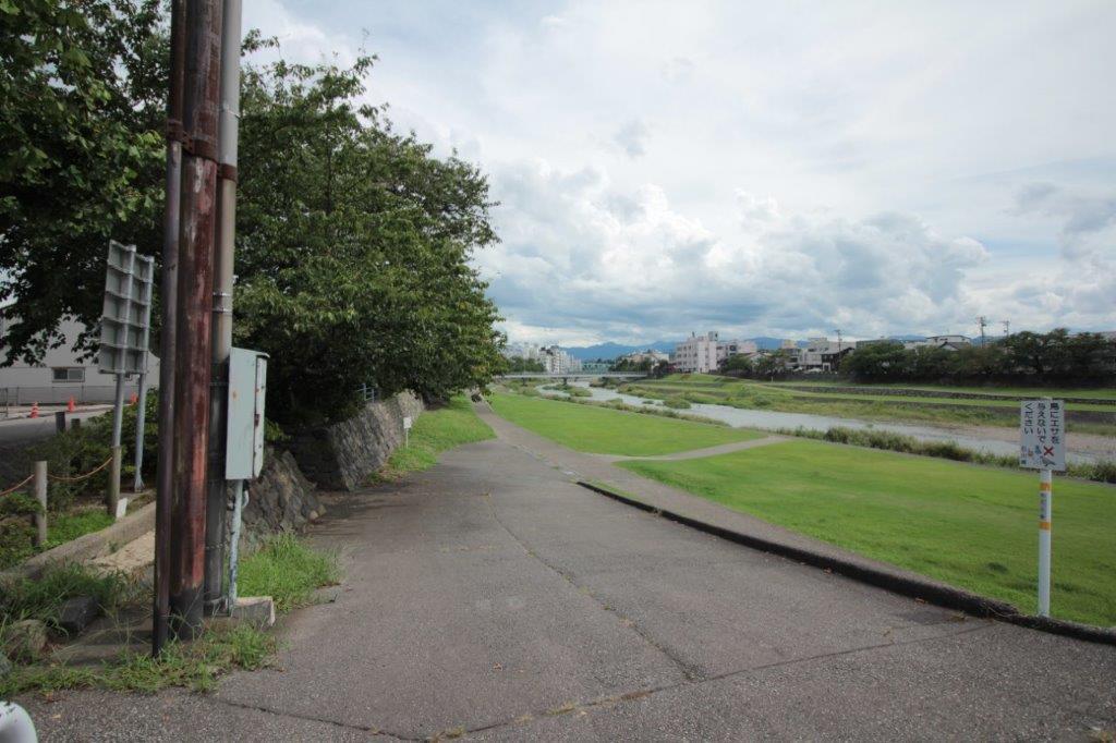 近くの犀川緑地。